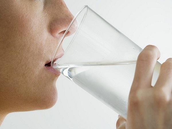 Uống nhiều nước mỗi ngày